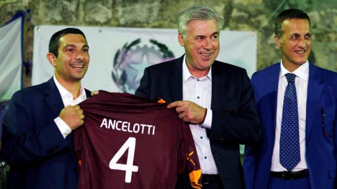 Ancelotti, durante el partido benéfico.