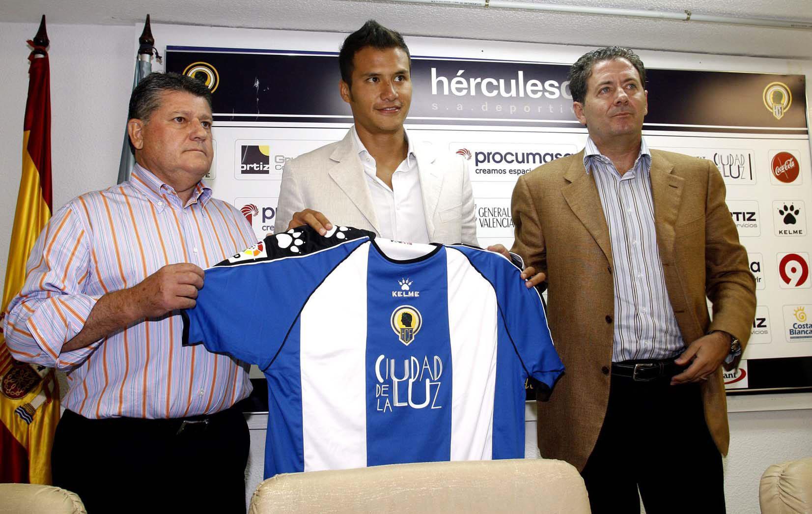 Aarón Galindo en su presentación con el Hércules de Alicante en...