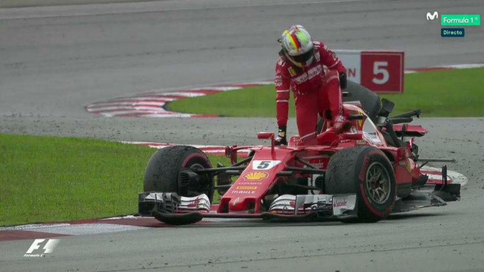 Vettel, tras chocar con Stroll en Malasia, cuando la prueba ya había...