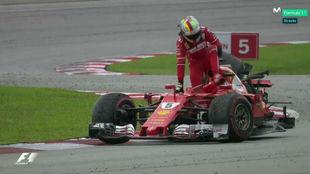 Vettel, tras chocar con Stroll en Malasia, cuando la prueba ya hab�a...