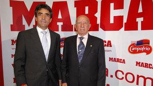 Victorino Martín y su hijo en una foto de archivo.