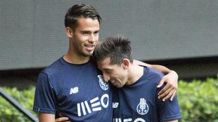 Diego Reyes y Héctor Herrera, en un entrenamiento del Oporto.