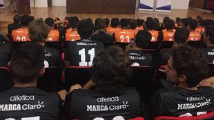 MARCA Claro aparece en el uniforme de la Universidad Anáhuac.