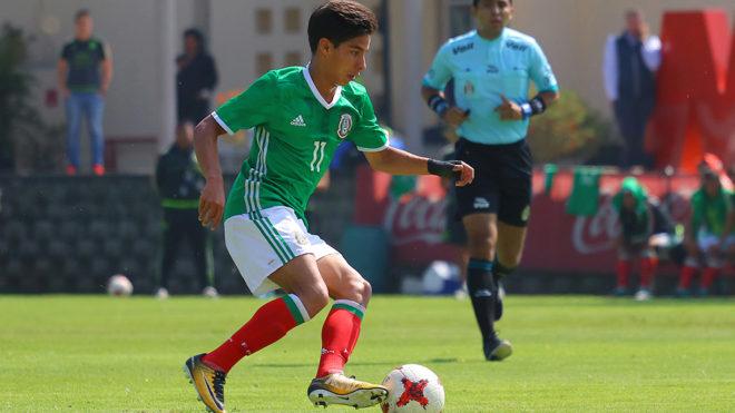 Diego Lainez en un partido de Selección Mexicana de preparación.