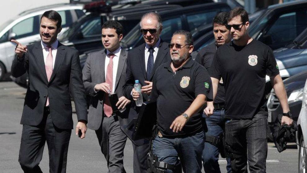 Carlos Arthur Nuzman, escoltado por la Policía.