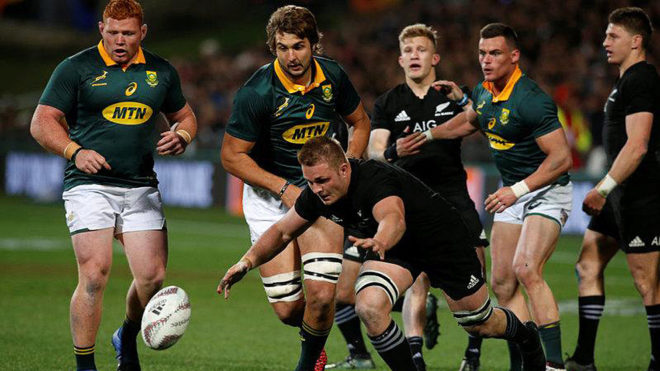 New Zealand's Sam Cane rushes to recover a loose ball /