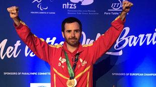 Álvaro Valera, con el oro y el bronce conquistados en el Europeo de...