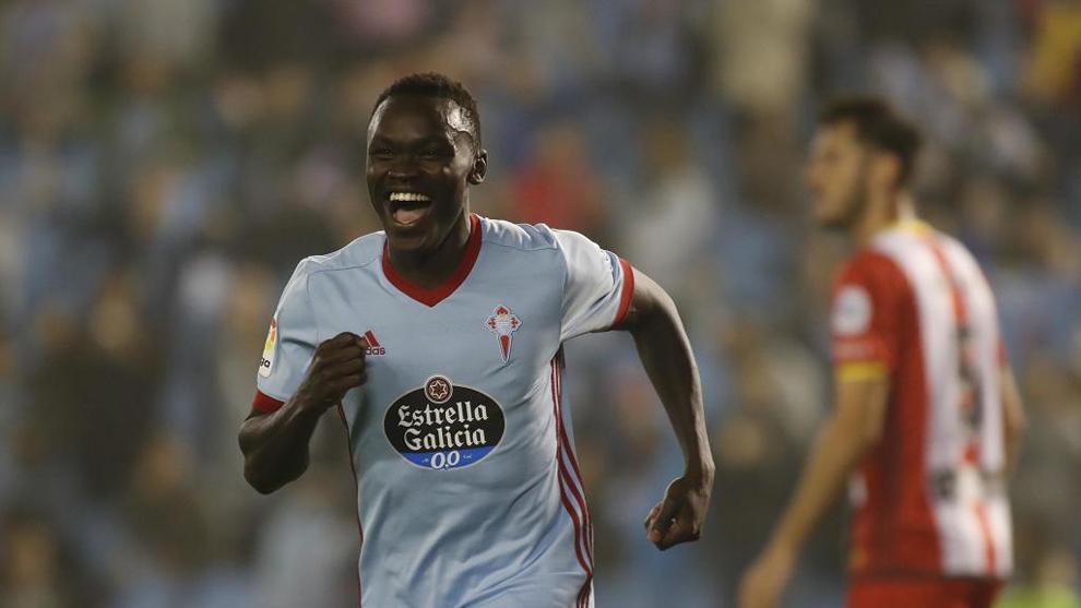Pione Sisto (22) celebra tras anotar un gol en el partido entre el...