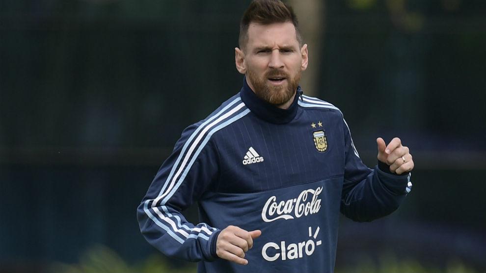Messi, entrenándose con la selección.