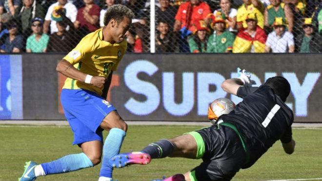 Lampe evita el gol de Neymar.