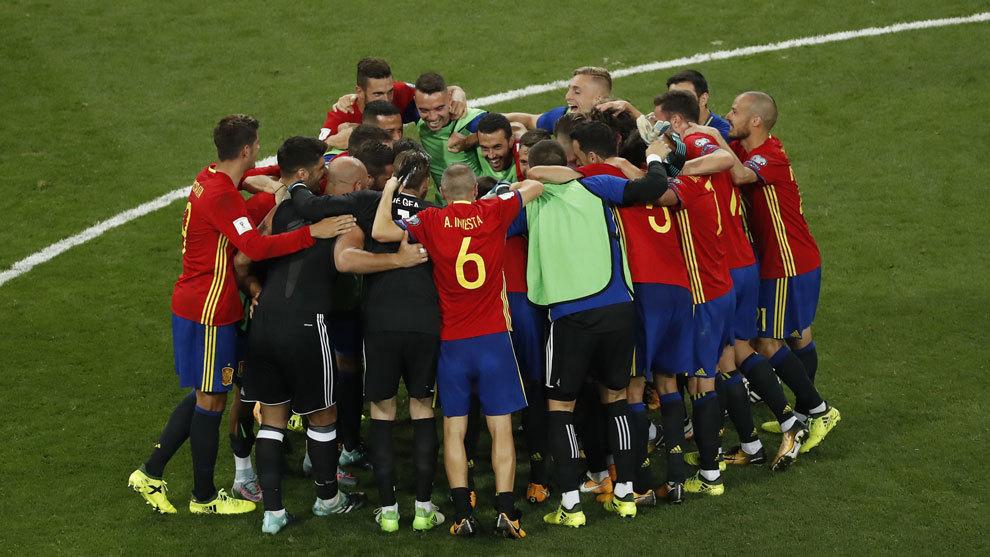 España celebra el triunfo ante Italia en el Santiago Bernabéu