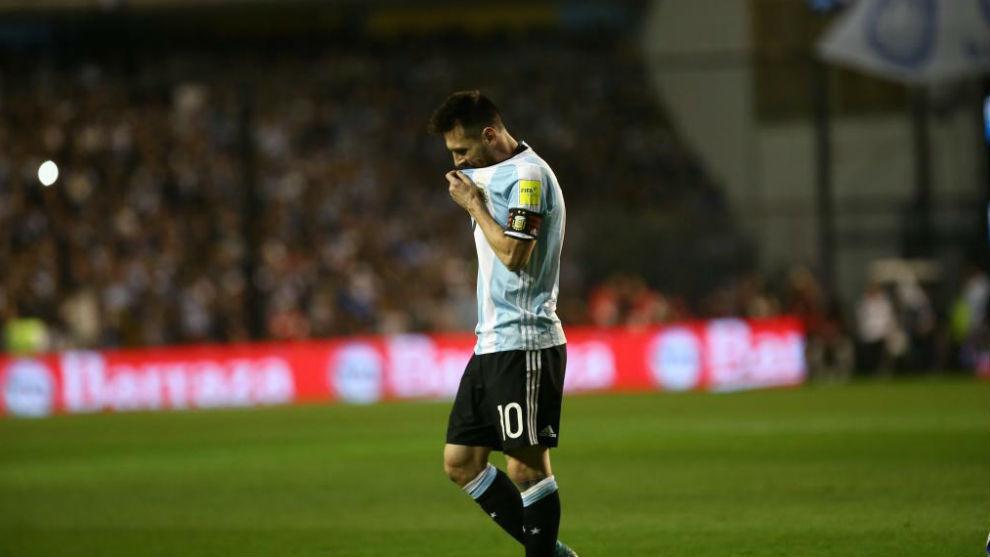 Messi, cabizbajo tras el empate ante Perú.