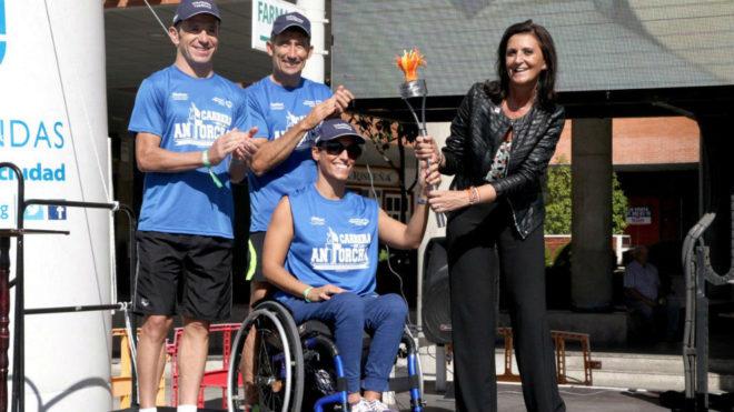 Teresa Perales, con la antorcha de la Olimpiada Escolar.