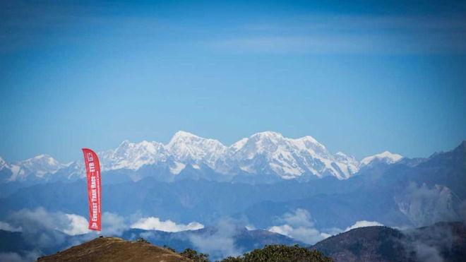 El Everest, testigo de la carrera.