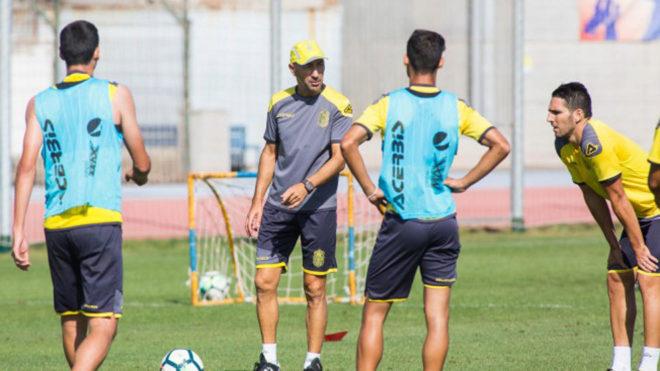 Ayestarán dirige el entrenamiento de la UD Las Palmas.