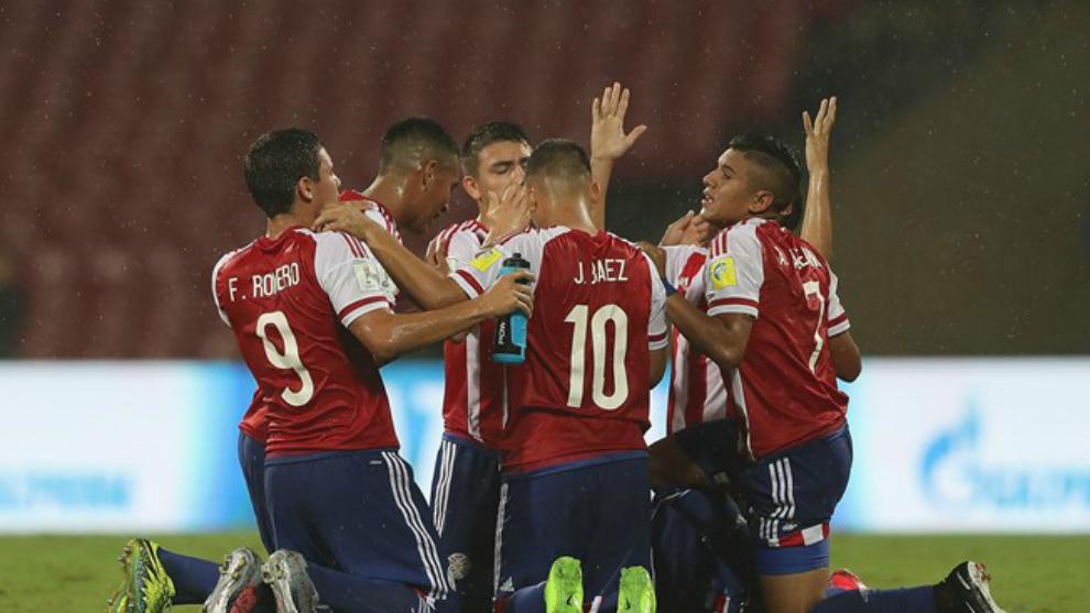 La selección de Paraguay celebra la victoria ante Mali