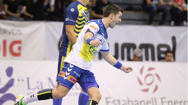 Álvaro Cabanas celebra un gol ante el Cangas
