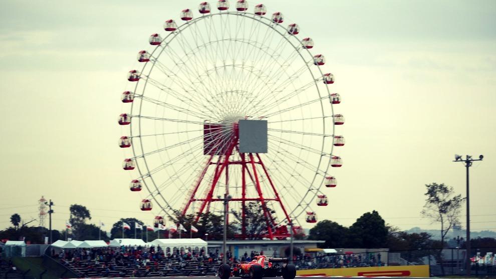 Uno de los Ferrari durante una sesión de entrenamientos en el GP de...