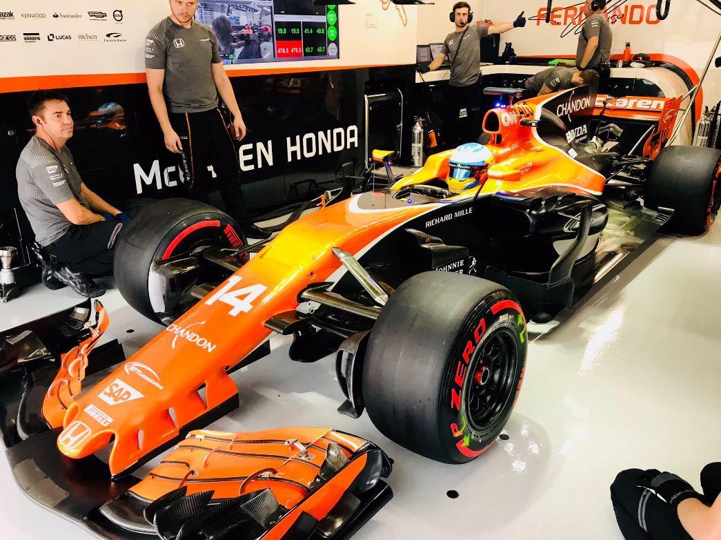 El McLaren de Alonso, en el garaje de Suzuka