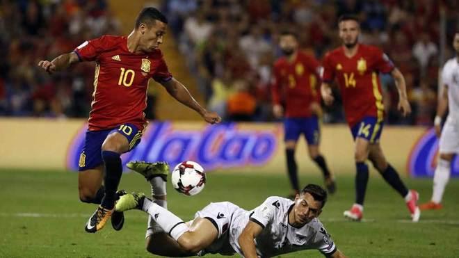 Thiago, en un momento del encuentro ante Albania.