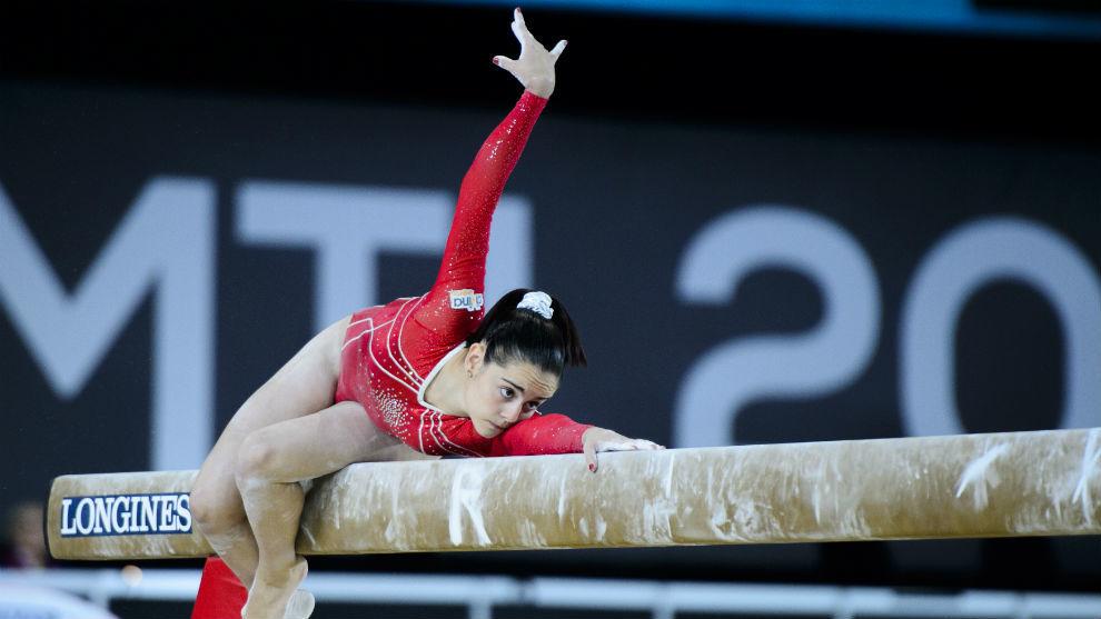 Ana Pérez, en la barra de equilibrios durante la final