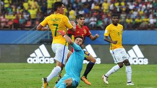 Paulinho marca el 2-1 ante Álvaro Fernández.