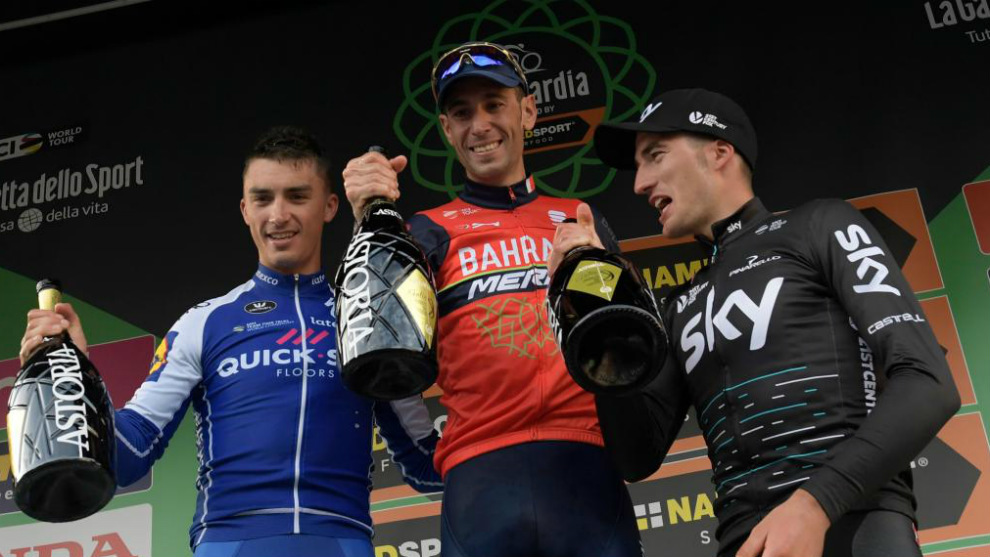 Nibali, en el podio entre Alaphilippe y Moscon