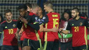 Hazard, Batshuayi, Meunier y Carrasco festejan un gol de Bélgica.