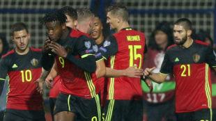 Hazard, Batshuayi, Meunier y Carrasco festejan un gol de B�lgica.