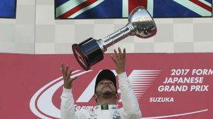 Hamilton, en el podio de Suzuka