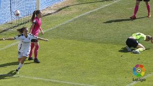 Miriam Rodríguez 'Kuki' marcando un gol esta temporada.