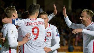 Los jugadores de Polonia celebran uno de los goles.