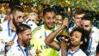 Los jugadores del Madrid, tras la conquista del �ltimo Mundial de...