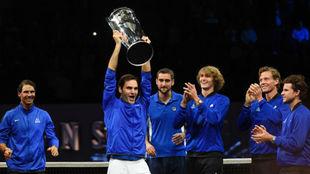 Federer levanta el trofeo de la Laver Cup
