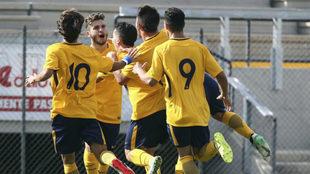 Los juveniles del Atlético festejan una diana.