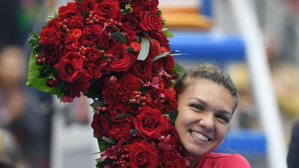Simona Halep, vigente número uno, se abraza a un número uno hecho...
