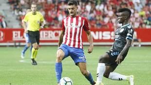 Sergio Álvarez, en una acción del partido disputado ante el Lugo en...
