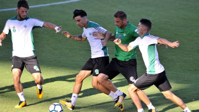 El Betis regresa al trabajo con el Valencia en el horizonte