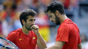 Marc López y Feliciano López durante un partido de Copa Davis.