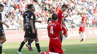 Verza, de rodillas tras el último partido ante el Huesca.