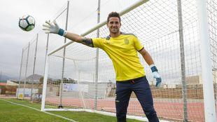 Chichizola posa para MARCA en la Ciudad Deportiva de la UD Las Palmas