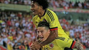 James y Cuadrado celebran el gol del primero.