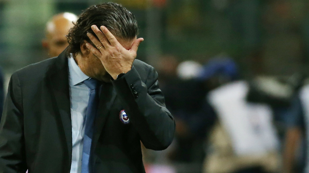 Pizzi se lamenta durante la derrota ante Brasil