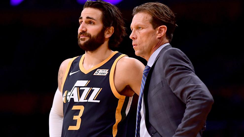 Ricky dialoga con su nuevo entrenador, Quin Snyder