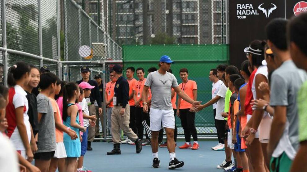 Nadal saluda a los participantes en Pekín