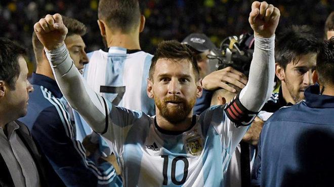 Messi celebra la clasificación para el Mundial de Rusia.