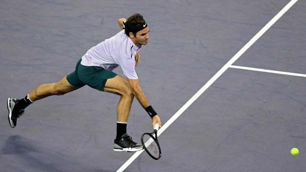 Federer corre a por una pelota