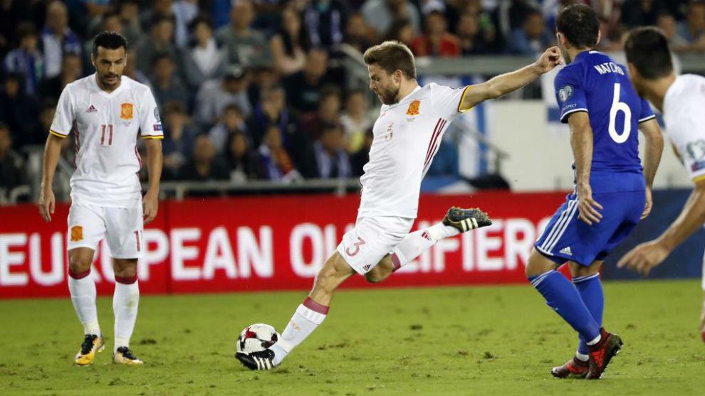 Illarramendi (27) dispara a puerta en el gol que marcó a Israel