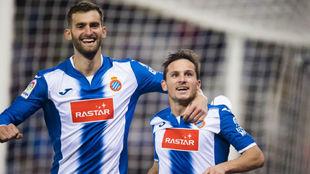Leo Baptistao y Piatti celebran un gol del argentino contra el...