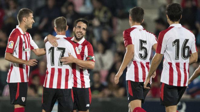 Beñat celebra el gol con sus compañeros